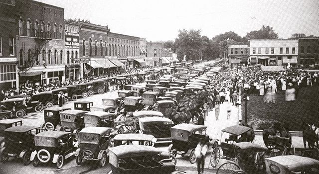 A look back at a busy downtown Spencer! #downtown #spencerindiana #madeinourcommunity #oldtown #shopindiana