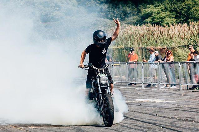 When you realize it's Friday. Old one of @grimcompany at @bostonharleyrevere . . . . . #ridemotorcycleshavefun #harleywheelies #dynaholics @theridetv @harleydavidson #motorcyclesofinstagram #moto #burnout #5dsr #mastinlabs