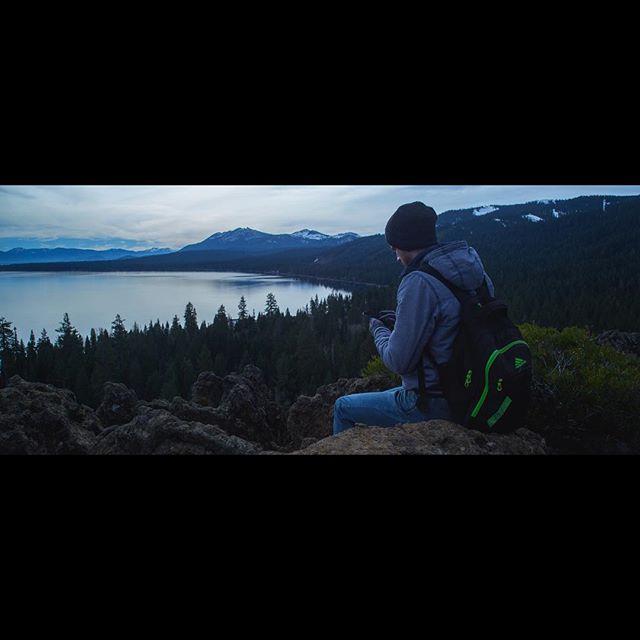Peak. 11.25.2017. #laketahoe #thanksgiving #mountains #peak #snow #blue #evergreen #overcast #thanksliving #gay #gayweekend #somewhere #broadmag @broadmagazine #pursuit #lightroom #vscocam