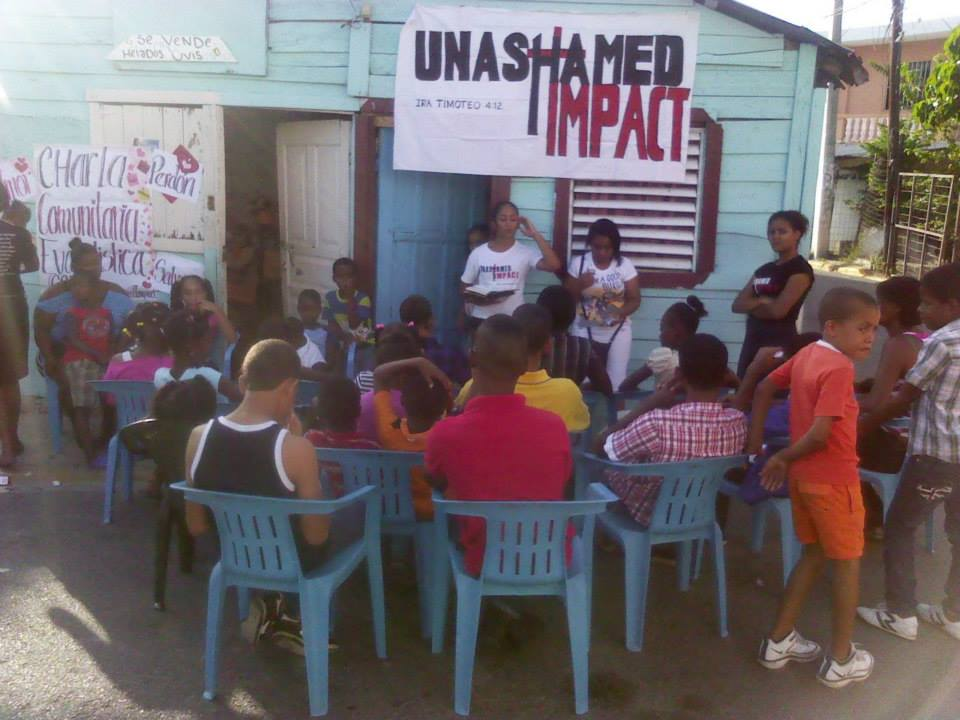 UI Dominican Republic sings and shares the word with the youth and children in the local community