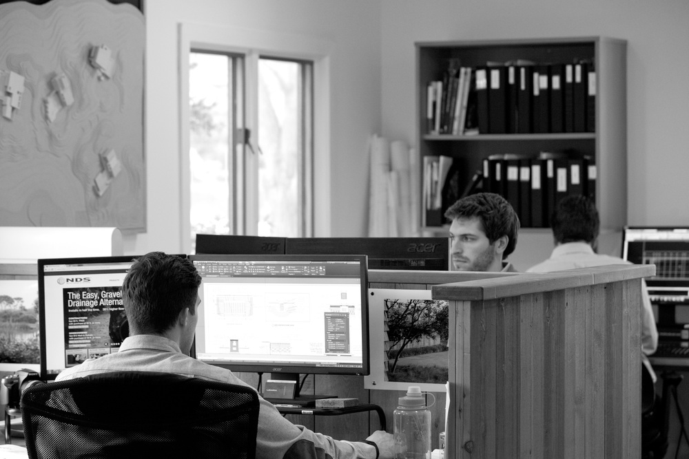 LDG_office_candids_22_bw.jpg