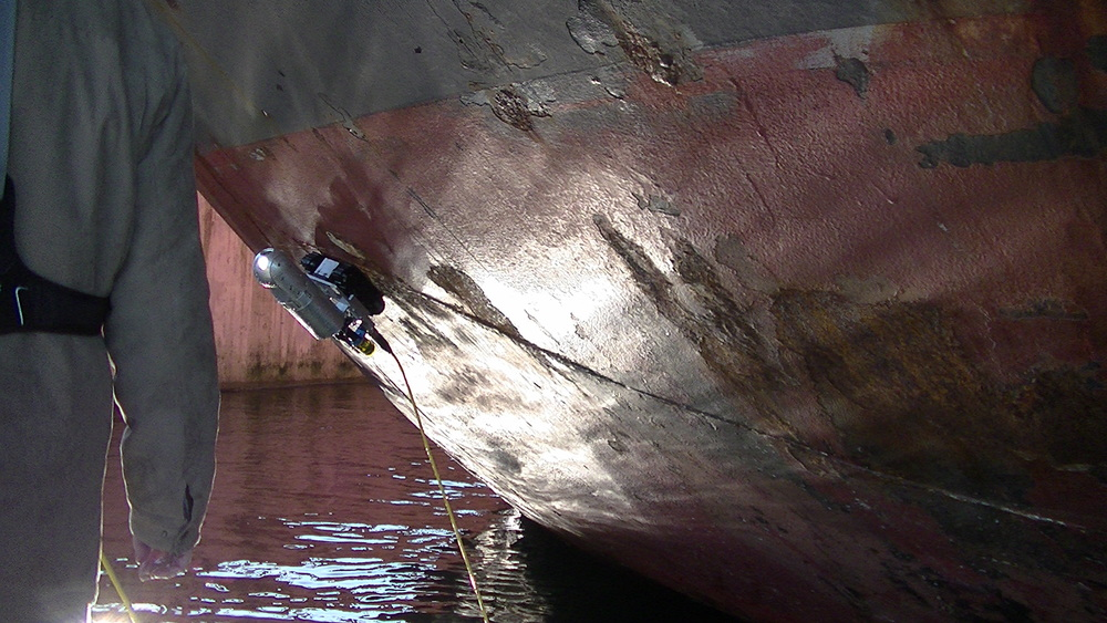 Ship Hull Inspection by MicroMag™ with Spectrum 90™ Camera