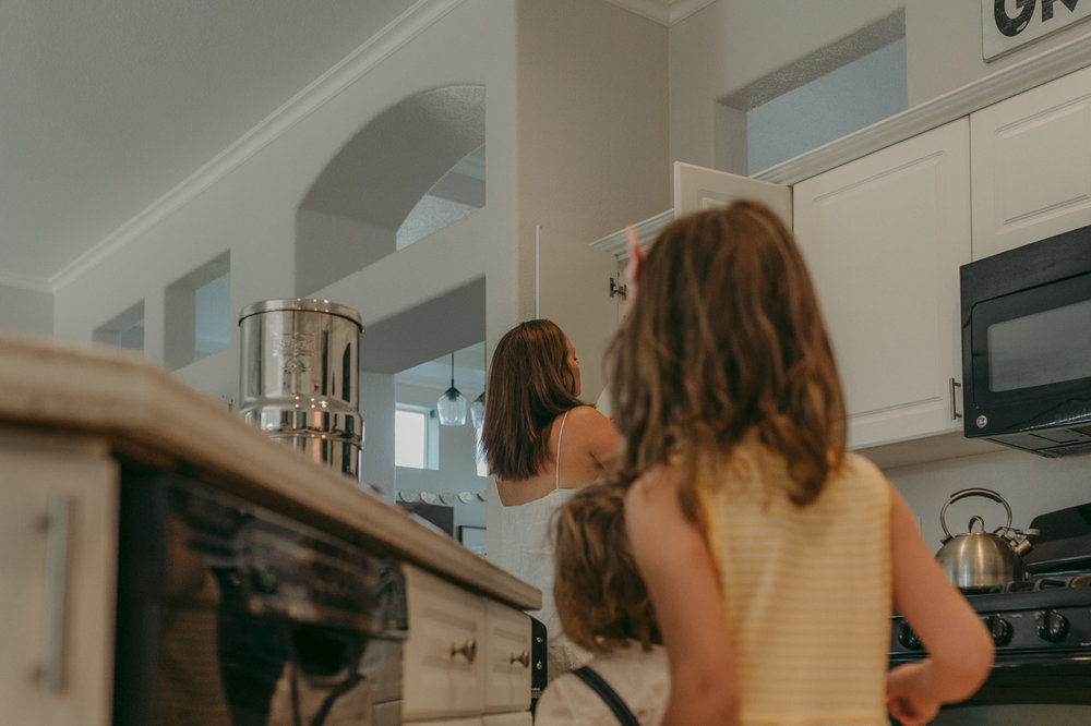 Reno lifestyle home session kids staring at their mom photo