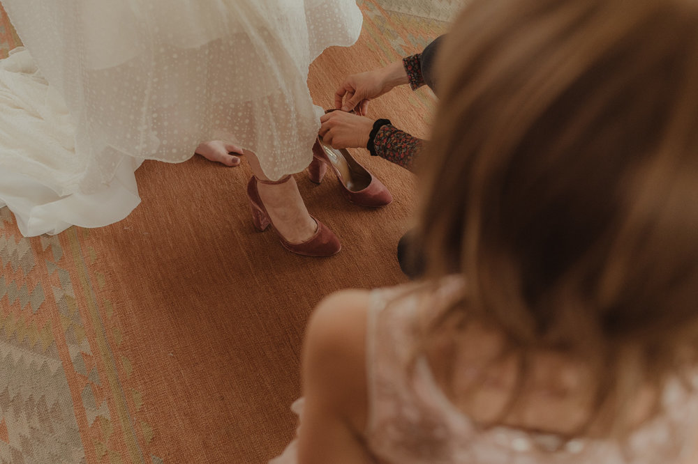 At home Reno wedding bride putting on her shoes photo