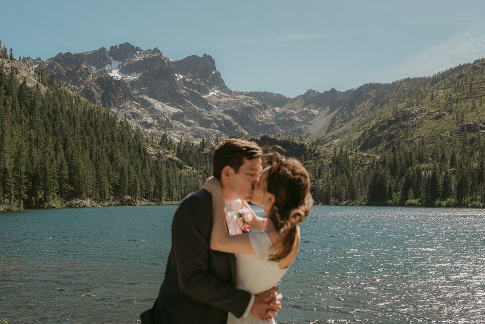 Sardine Lake Resort, Sierra Buttes elopement, couple kissing photo