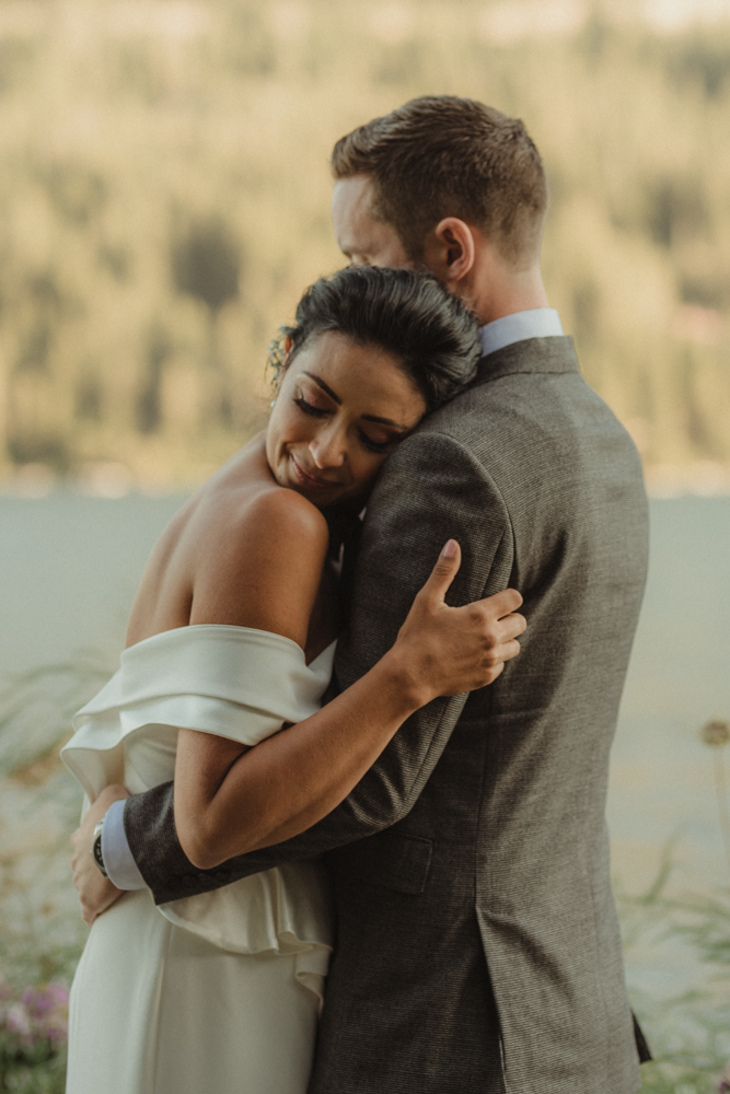 Lake Tahoe pop-up wedding/elopement couple editorial pose photo