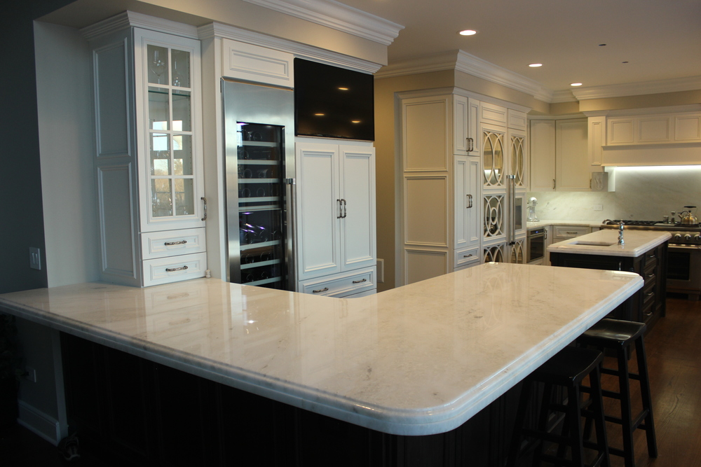 Two-Tone Full Overlay Kitchen