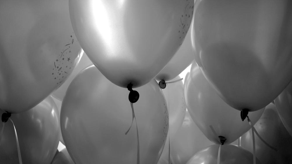 iStock_Balloons000001086093BW.jpg