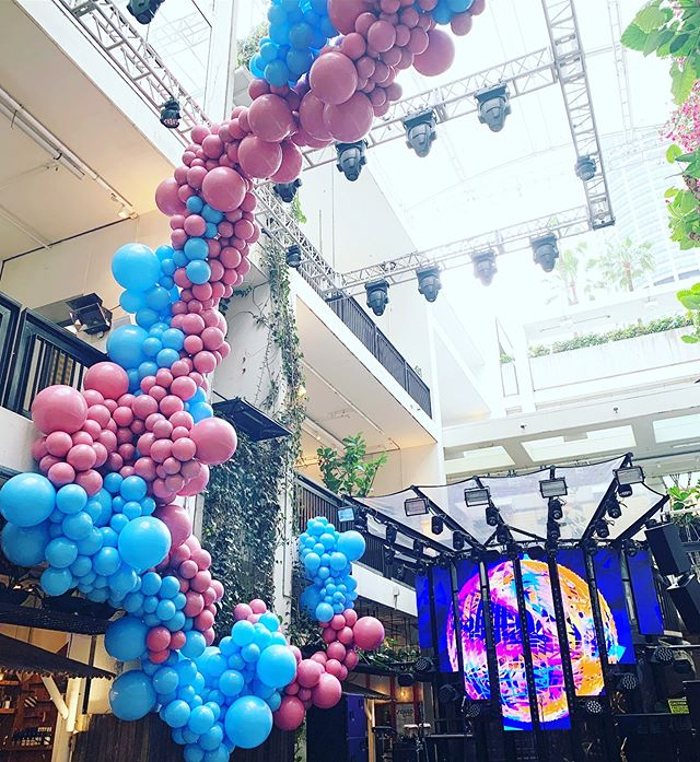 Epic install at the gorgeous @theivyprecinct for @solutionentertainment last week! Thanks for having us team 🤙🏼 #ballooninstallation #balloonsaustralia #balloonssydney