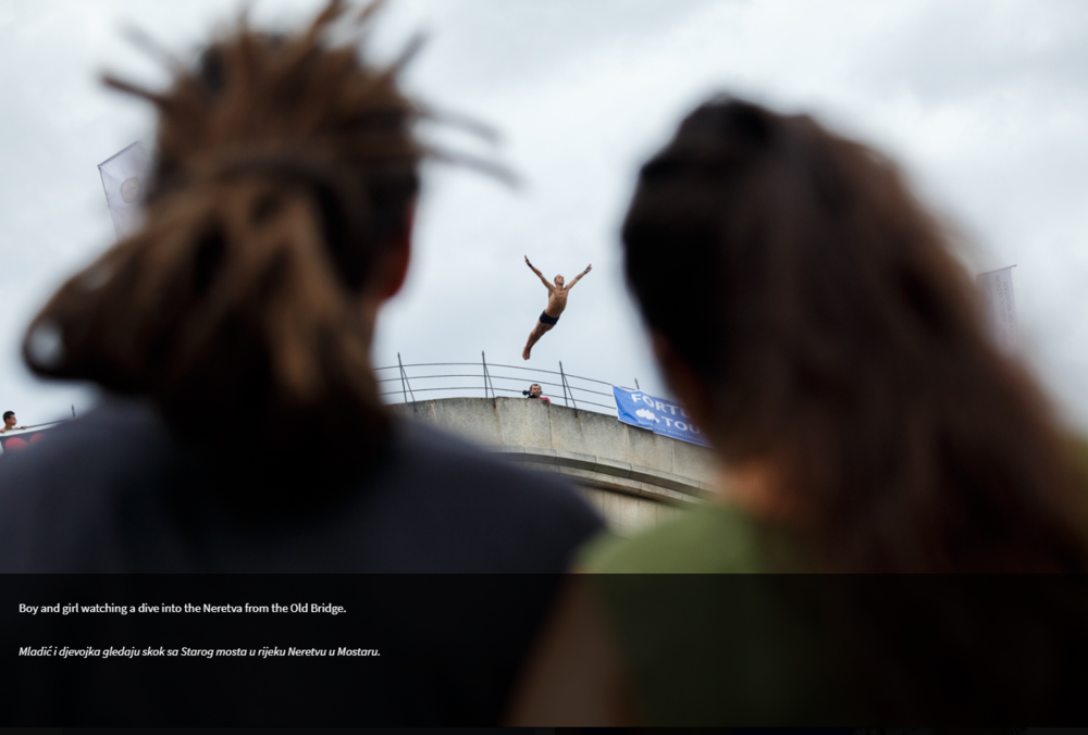 Click-through on photo essays allowed for full screen viewing as well as captions, which appeared in multiple languages.