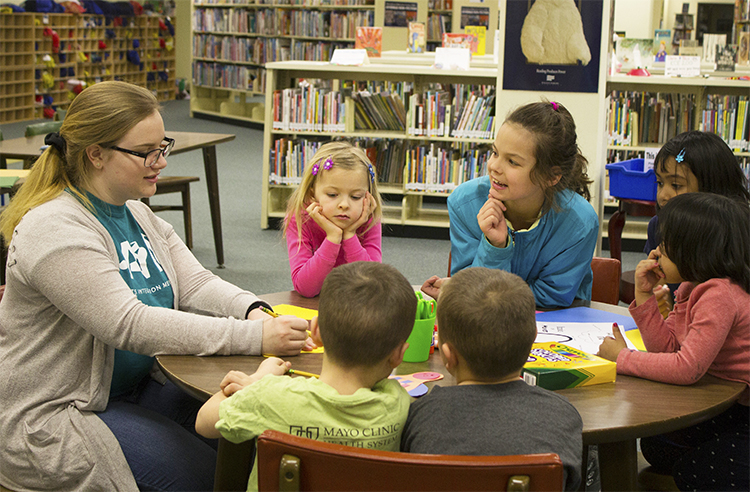 Cierra Hurlbert  UW-Stout Art Education INTERNSHIPS: P.A.I.N.T. Saturdays K-5 Arts and Crafts Classes Canvas Creations - family painting classes  LOCATION: UW-Stout library