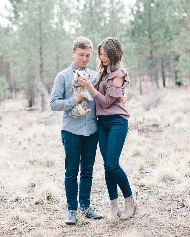 So thankful for these last few days spent with my family in Bend! And super grateful for @cassidyeliseartistry for taking our first family photos! 😍