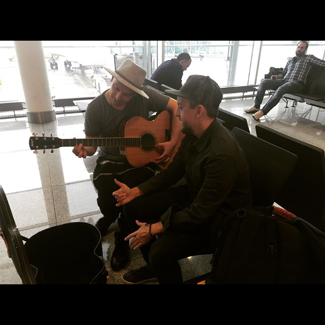 nothing like a little acoustic 'Reverse' session in between connections at the airport 👐😎