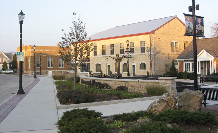 Paramount Plaza, Grafton, WI