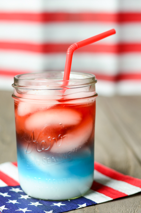 Fourth of July Red, White and Blue layered drinks - www.mommatography.com