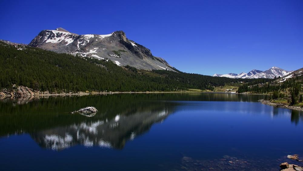 mountain lake panorama.jpg
