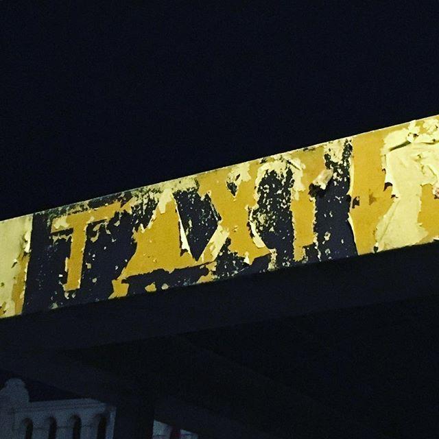 Først slite heeeeelt ut, så kjøpe nytt;) #sign #graphicdesigner #photography #venice #venezia #taxi #stillworks #grafisk #grafiskdesign #oslo