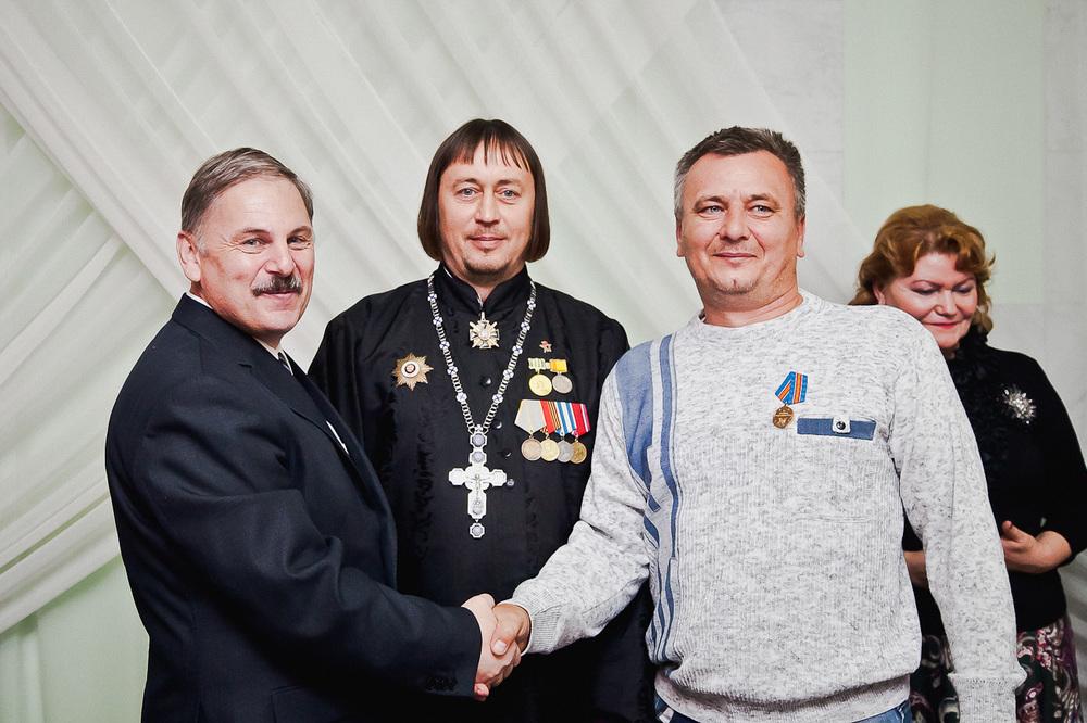 вручение наград и почетных грамот участникам проекта, разведчикам Владиславу Биша и Игорю Васильеву