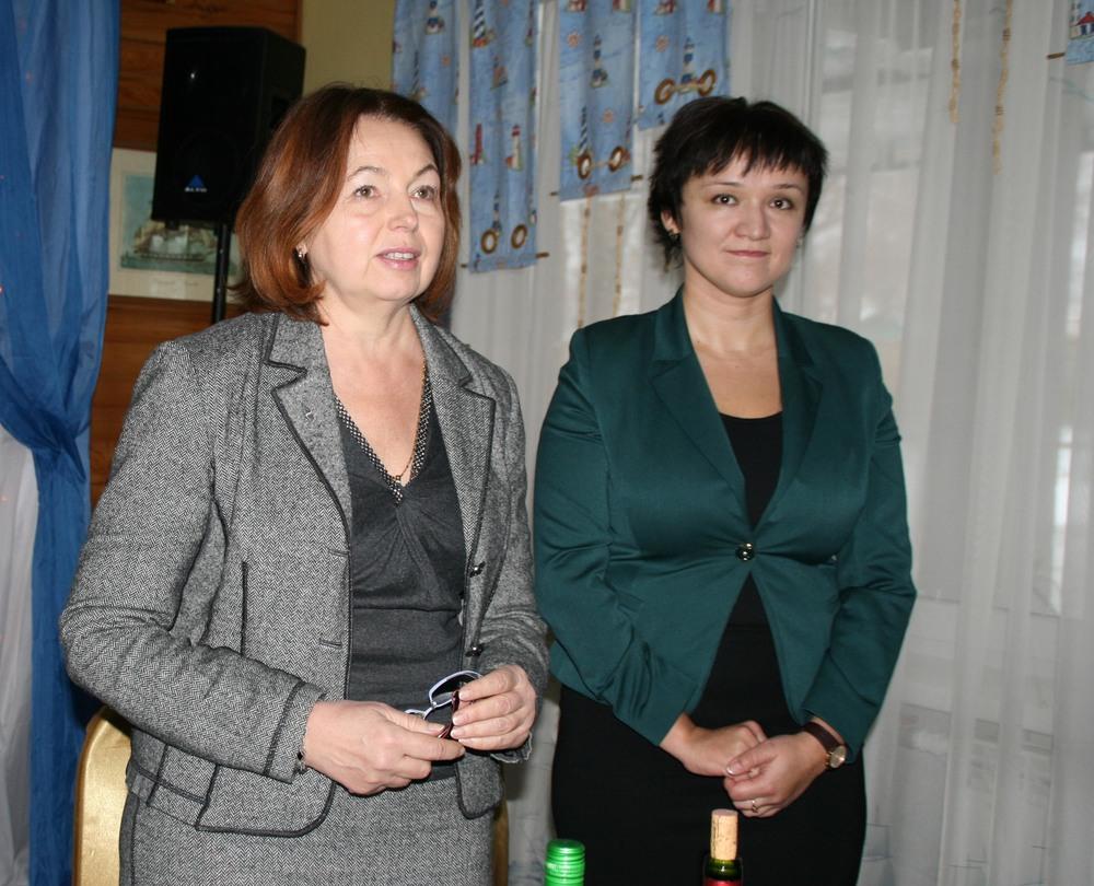 Генеральный директор издательства Виктория Радишевская, главныйредактор книги «Иерархии циклов»,и Наталья Семенко, племянница А.Ф.Семенко.