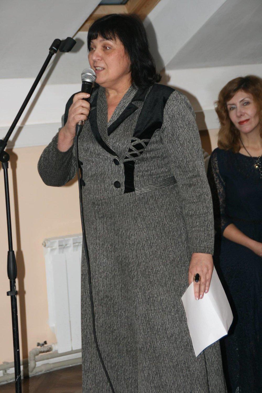 Свои стихи читает поэтесса Н. Цветкова