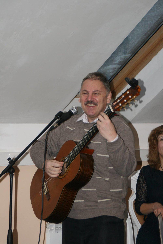 Выступает поэт, автор-исполнитель и воин-интернационалист М. Михайлов