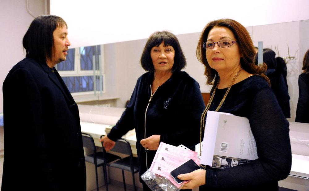 Гость вечера протоиерей Константин Волков, Лариса Лужина и генеральный директор издательства ВегаПринт Виктория Радишевская.
