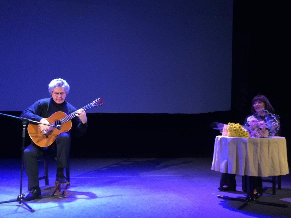 """Презентация книги """"Жизнь по вертикали"""" в Государственном Театре киноактера 14 апреля 2017 года. Выступает гитарист-виртуоз Ю. Нугманов."""