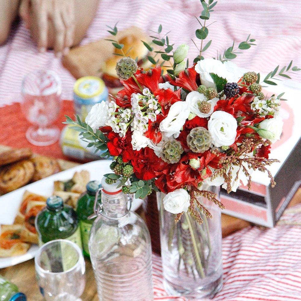 Pick a theme - It's a no brainer for National Day! The red and white theme is pretty, and very patriotic. Throw in a lovely bunch of flowers from The Bloom Room to make it Instagram perfect.