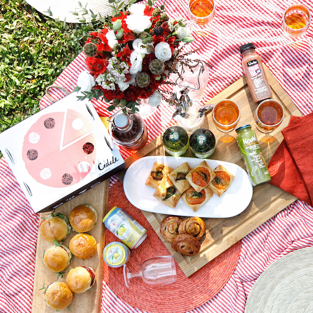 The magic is in the serveware - Say no to disposable plates and utensils! Our Lunea Melamine White Dinner Plates is just what you need for a picnic. Light, reusable and most importantly environmentally friendly, they are our pick for the occasion.
