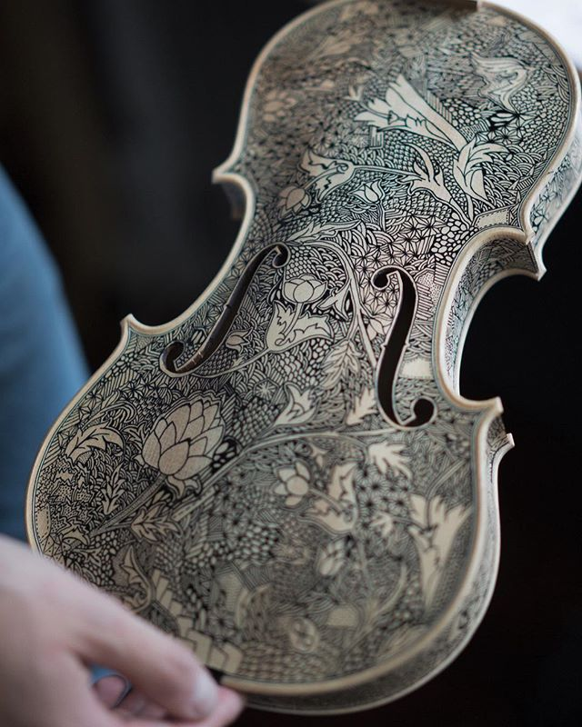 What is your favourite classical concerto? 🎻  #violin#classical#classic#handpainted#hand#venice#william#morris#ink#flowers#sculpture#arte#art#venezia#gallery#art#arte#artistic#free#project#customise#bespoke#luxurydesign #designe#office#ufficio#studio#workshop