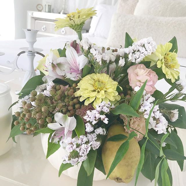 """Yesterday my cutie of a niece joined me on Facebook Live and helped me make adorable centerpieces 🌼 inside white pumpkins (of course they're white). 😜 I loved """"foraging""""/stealing 😂🤫 from my PawPaw's yard for the nandina, the tiny pears 🍐 and the muted lime green zinnias!  My centerpiece is currently chillin' at the foot of my bed. And I ain't mad at this non traditional color palette.  You can watch 👀 our how to video on my FB Page (Link In Profile) Did I mention my niece totally rocked it! 💁🏻♀️🌟 #calledtocreate #momentrepreneur #creativeentrepreneurs #falldecor #pumpkindecor"""