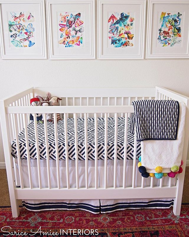 Can't get enough of this crib situation!😍 the combo of amazing art, amazing rug, and adorable nap time buddies is 👌👌👌👌! Catch more #nursery reveal photos on the blog! #edesign #chinoiserienursery #girlnursery #jossandmain #rugsusa #luluandgeorgia #chinoiserie #colorshare #projectnursery #blueandwhite #blueandwhiteforever #nurserydecor #etsy #landofnod #potterybarnkids #pbteen #kidsrooms #hazelvillage #gallerywall