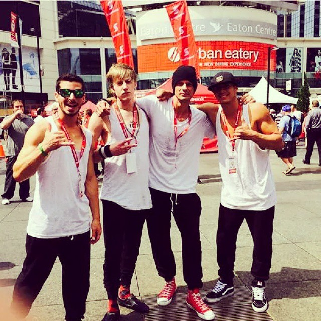 Sexy Guys !!! Where ?? lol Yup, In Downtown Toronto.  Check our schedule and come over :) @habibi114 @kiki_bribiesca #theflyingtortillas #flyingtortillas #buskerfest #sbbf #samsungsbbf