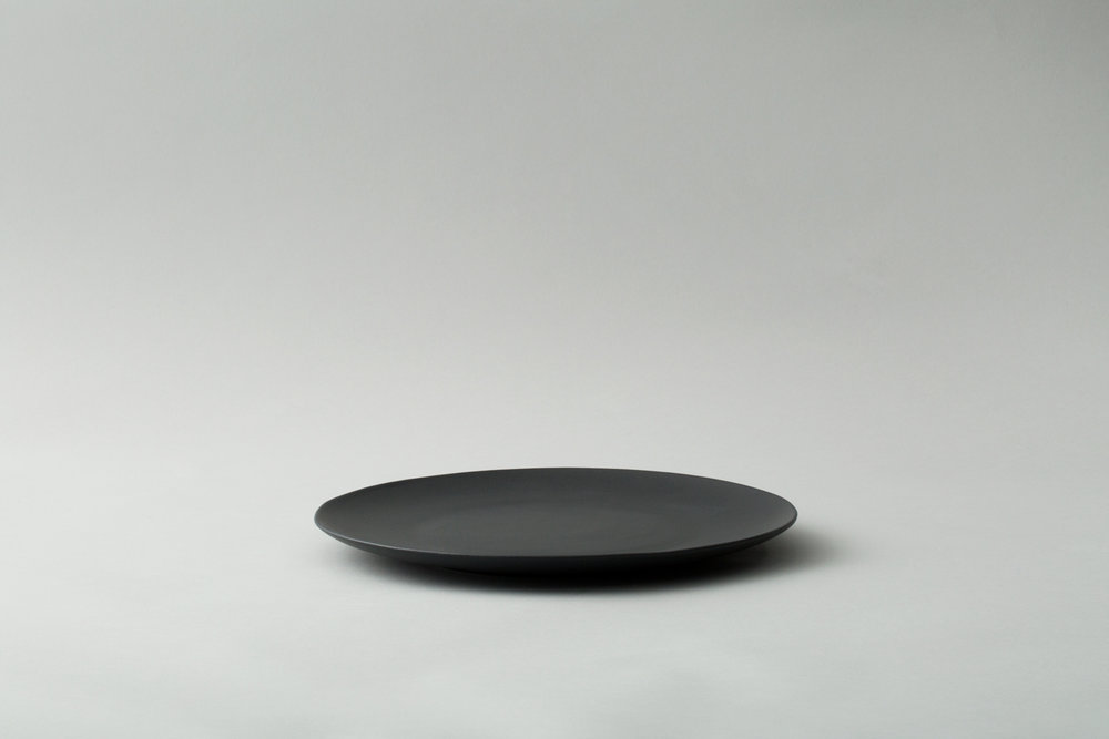 Large-black-plates.jpg