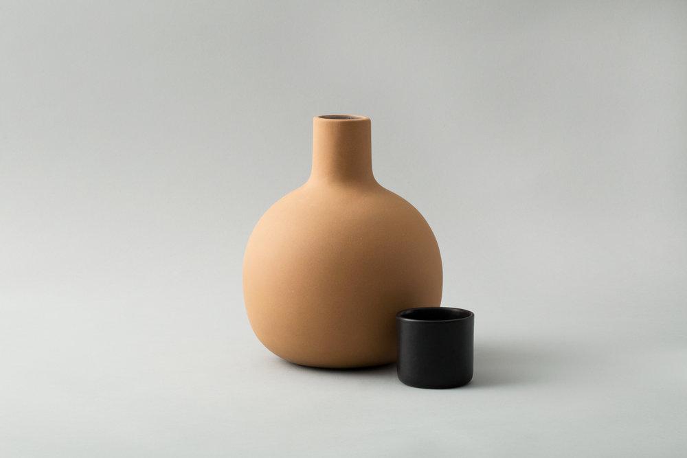 pitcher-black2.jpg