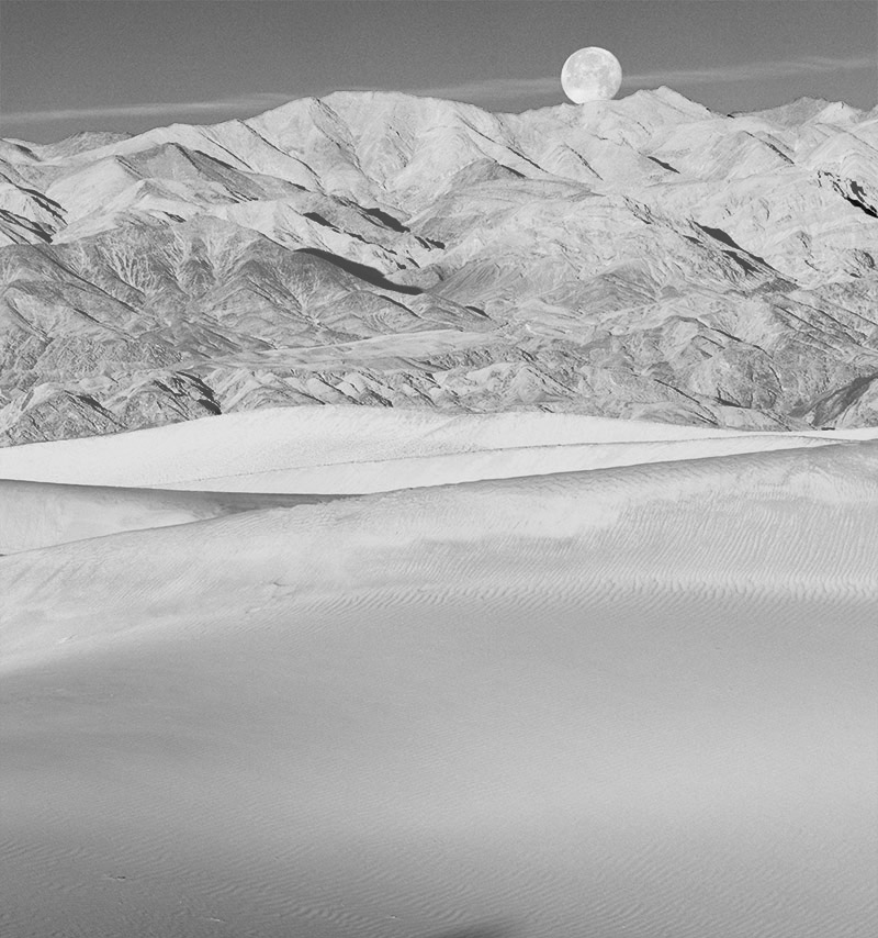 Full moon over Mesquite Flat Dunes. Death Valley. 2016. Canon EOS 5DS R.