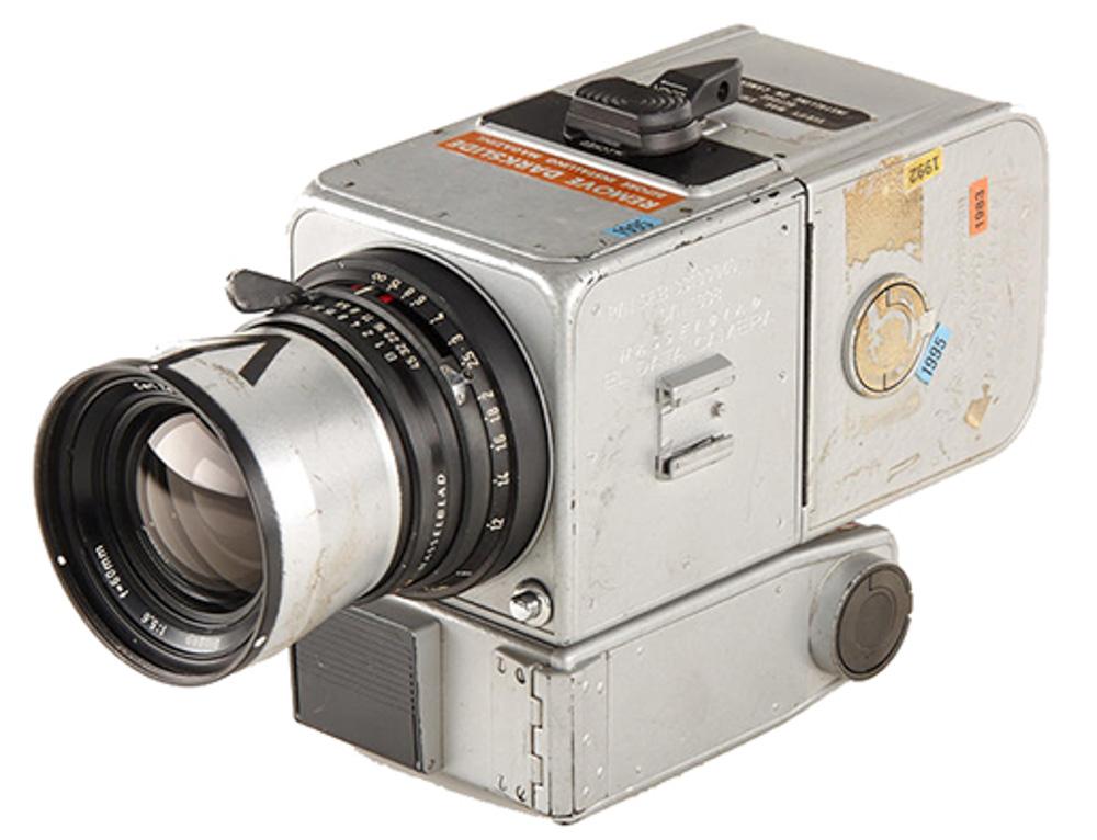 hasselblad-moon-camera.JPG