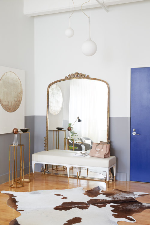 Below is a photo of a gorgeous leaning mirror from New York interior designer  Megan Pflug .