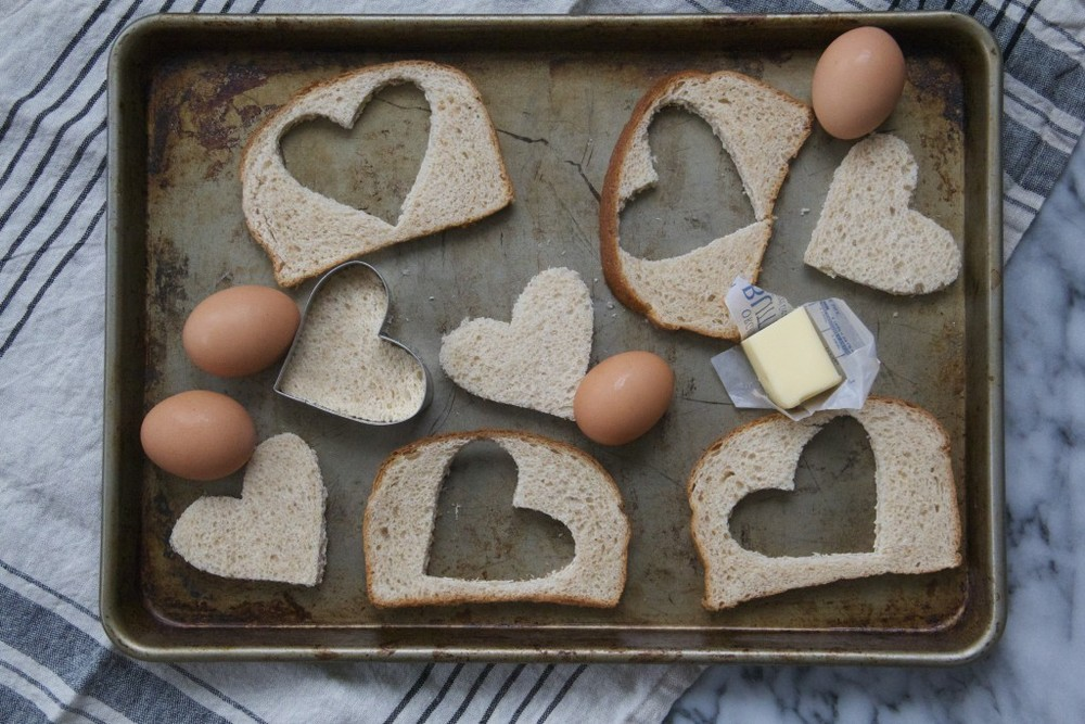 Click photo for Molly's egg in a heart in a bread