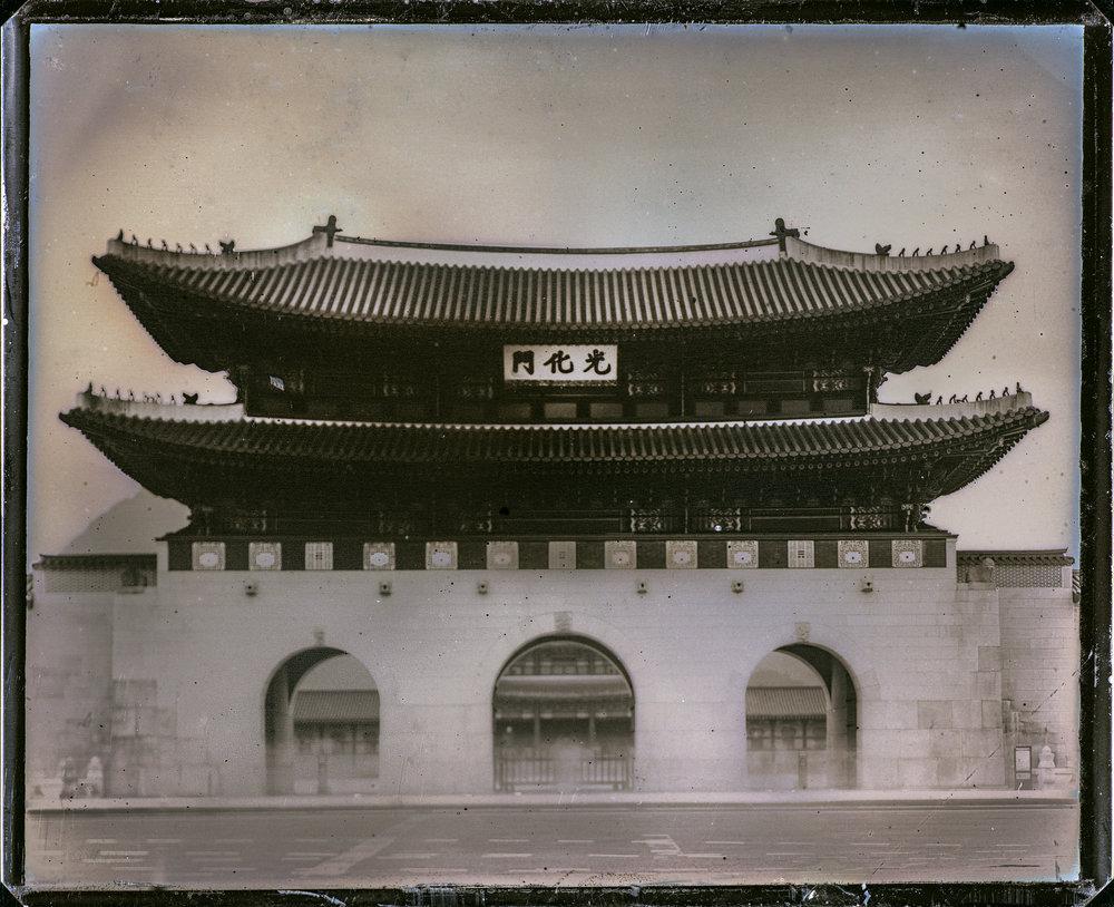 Daguerreotype(다게레오타입)   MATERIALISM 프로젝트의 활동거점이었던 서울에서 한국 최초의 다게레오타입. 컨템포러리 다게레오타입계에서는 정물이나 인물의 작품이 중심입니다. 최고 난이도의 사진기법 + 천후, 자외선량, 이동시간 등 여러 불확정요소가... 더 보기