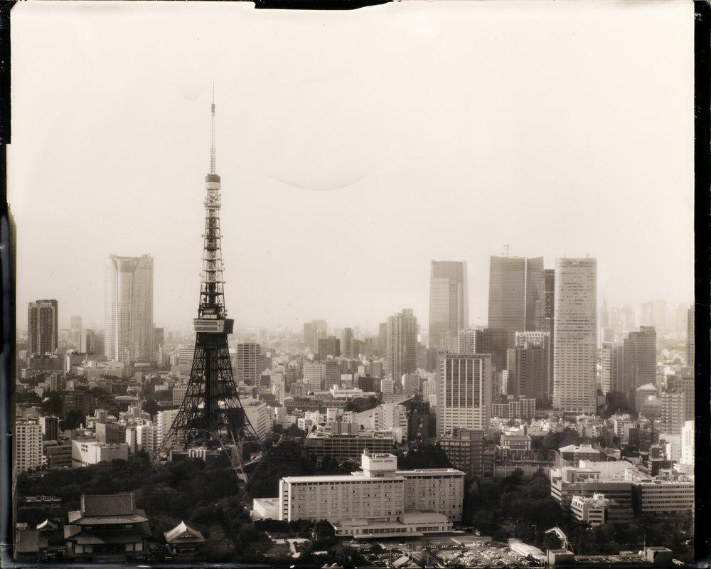 Dry Plate Collodion  (乾板写真)_JAPAN   湿板写真のプロセスを応用し 自作した乾板 で 日本 を各地を撮影中。乾板写真技法が写し出す〈現代〉の姿には、どこか時間を超越した不思議な感覚があります。〈過去〉〈現代〉の両方を想起させる不思議な感覚だ。しかしそれは、〈過... つづきをみる