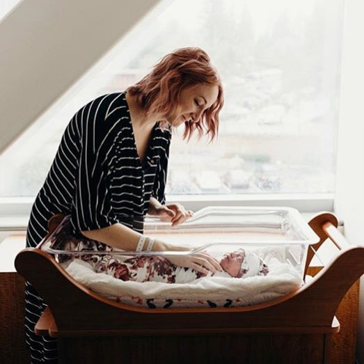 Happy Friday friends! New blog post is up on the blog by guest author, Jessica Wimer, labor and delivery RN, IBCLC, mama of two, superwoman and founder  @bornandfed. She's getting real about the barriers to breastfeeding in the hospital, something she experiences every day in her practice as an RN, and the steps we can take to prepare ourselves for what we may experience from knowing what is totally normal to overcoming some early hospital challenges.  Major thanks to Jessica for writing this amazing post from the perspective of a RN/IBCLC and sharing her fun and informative infographics from her site. Link in bio - let's dive in! 📷 @michelleataylor