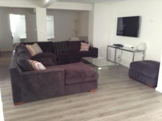 lounge 103b.JPG