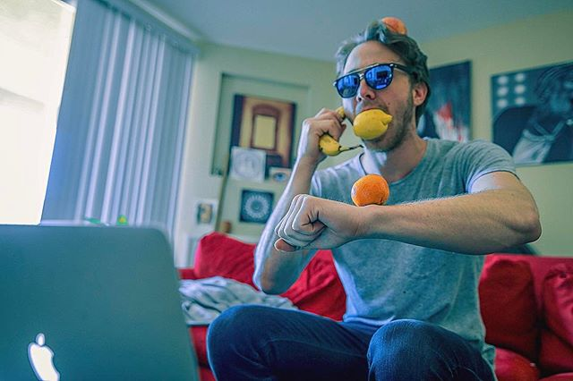 When you feelin' FRESH AF on Monday morning 🍎🍊🍌🍋