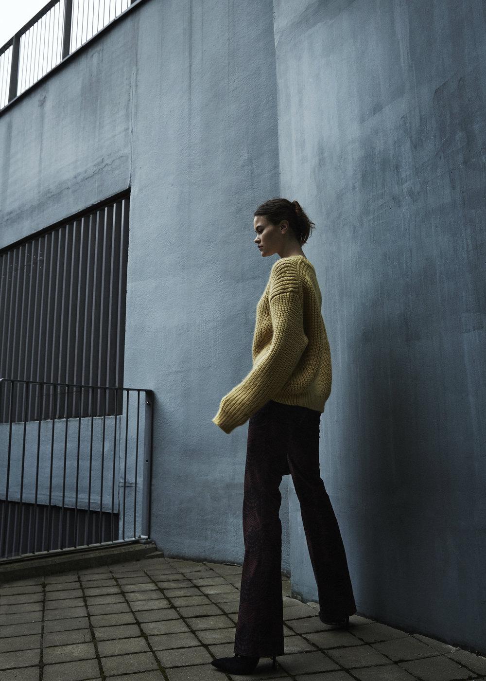 sweater ACNE STUDIOS, pants BAUM UND PFERDGARTEN, bag TIGER OF SWEDEN, shoes MAI PIU SENZA