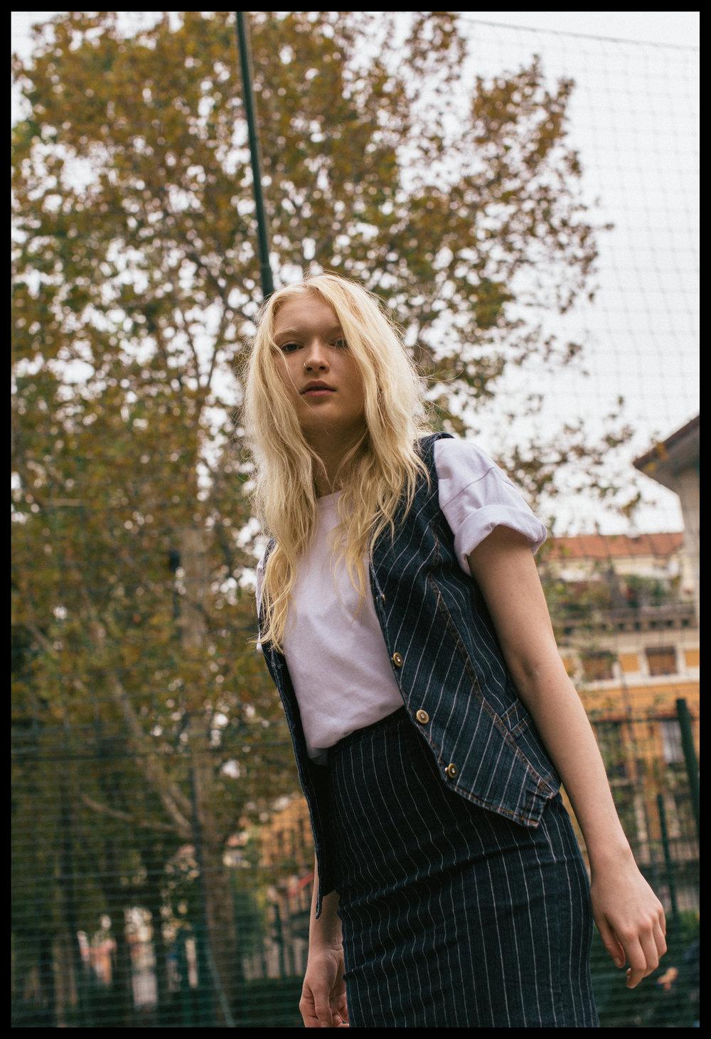 vest + skirt VINTAGE, t-shirt TRASHER