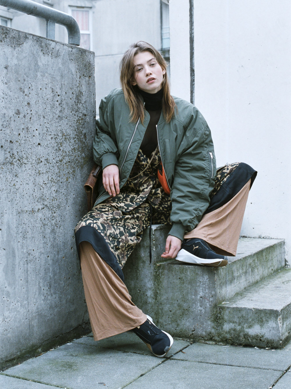 bomber & OTHER STORIES, body AMERICAN APPAREL, jacket @ short  ASOS, pants TOPSHOP, shoes PUMA