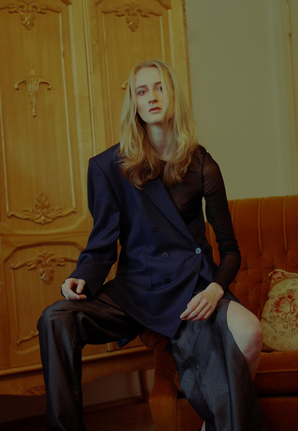 blazer DI LI GENT, top ZARA, trousers MMC