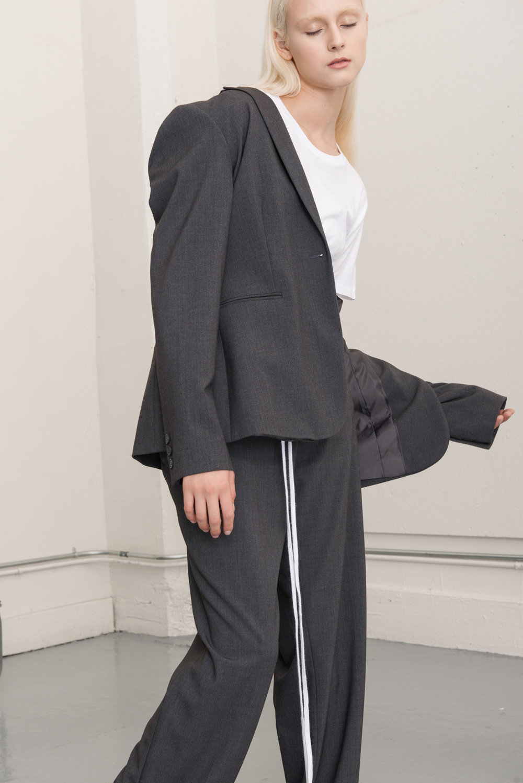 jacket CALVIN KLEIN, t-shirt HANES, corset AI, pants CALVIN KLEIN