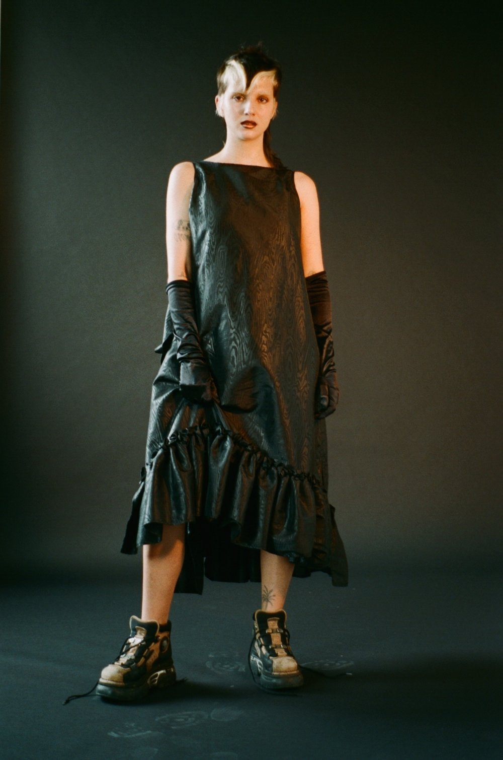dress William Dill - Russell, gloves STYLIST'S OWN, shoes Buffalo